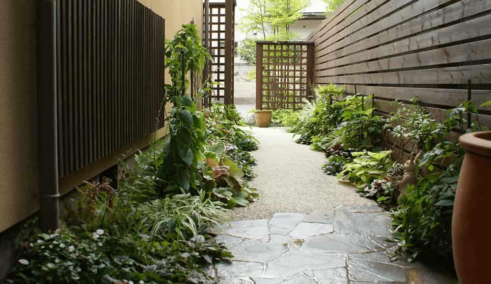 長野市近隣の邸宅別外構工事例 和風住宅にあわせた落ち着いた趣ある景観