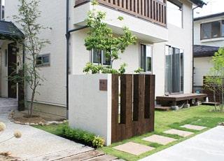 旗竿地でつくる明るく居心地の良い庭空間