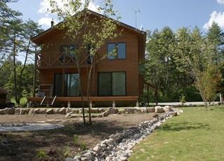 高原の家でのびのび暮らすガーデン・エクステリア